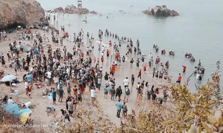 Bautismo en playa de California