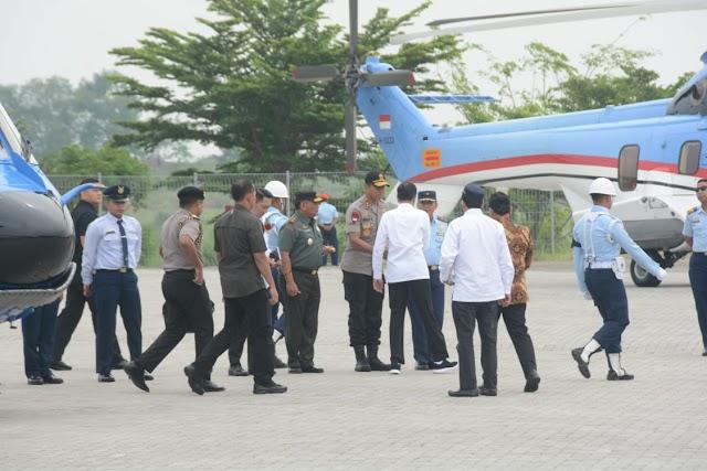 Pangdam III/Siliwangi Bersama Gubernur Jabar  Sambut Kedatangan Presiden RI Ke Kabupaten Karawang