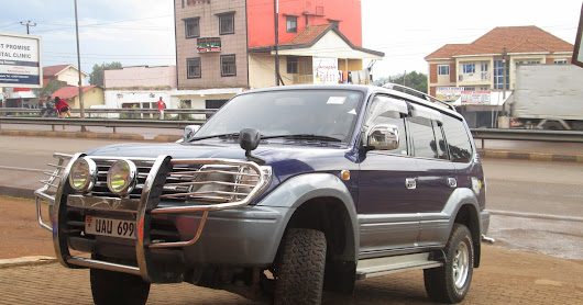 4 Tips and mistakes to avoid when renting a car in Uganda.
