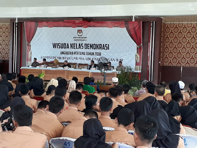 KPU OI Mewisuda Kelas Demokrasi Angkatan Pertama