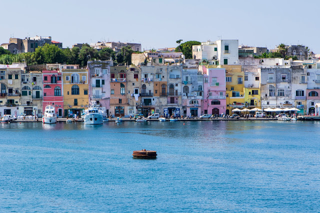 Marina Grande-Sent' Co vista dal mare-Procida