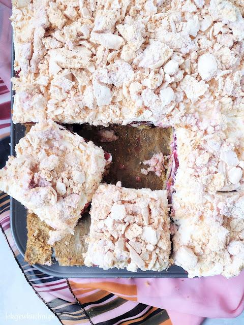 Ciasto kostka malinowo - bezowa przepis