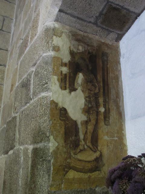 vestígio de uma pintura em mural