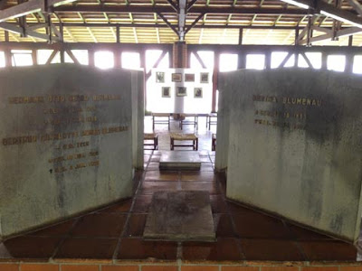 tomba del dottor Blumenau e moglie