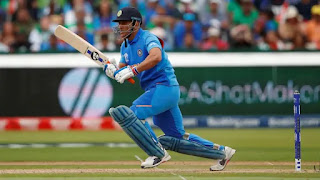 dhoni-will-be-playing-manjrekar