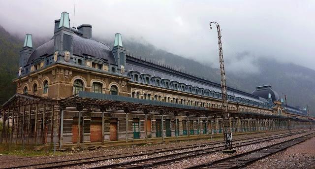 Canfranc: Stasiun kereta api yang ditinggalkan