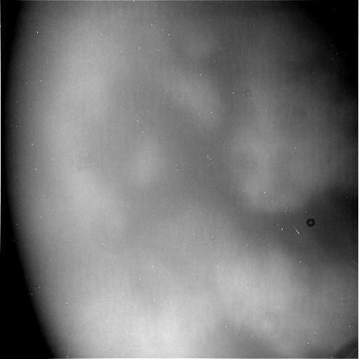 Hình ảnh chưa qua xử lý cho thấy bề mặt của Titan được chụp từ tàu Cassini vào lần tiếp cận ngày 21 tháng 4 vừa qua. Hình ảnh: NASA/JPL-Caltech.