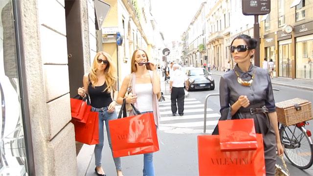 Compras na Via Montenapoleone em Milão