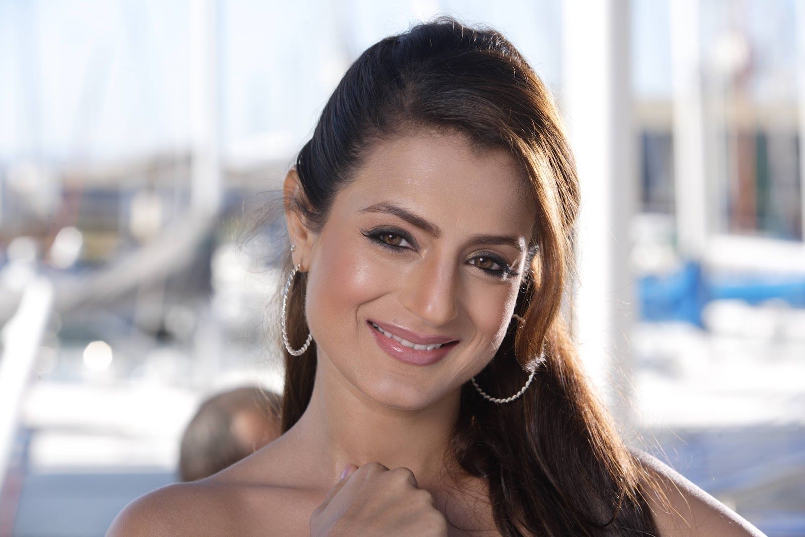 Amisha Patel Sexy Wallpapers - Bollywood News And Updates-1438