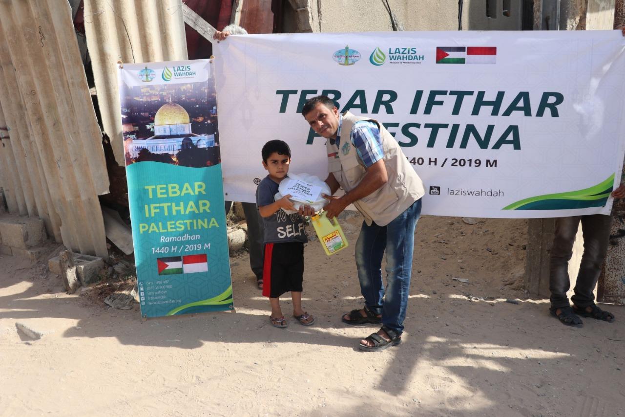 LAZIS Wahdah Berbagi Hidangan Buka Puasa untuk Warga Gaza