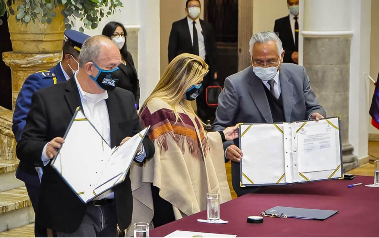 Áñez con los ministros Murillo y Cárdenas en Palacio de Gobierno / MIN. EDUCACIÓN