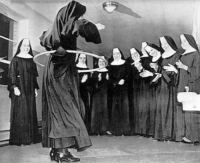 Witzige Bilder von Nonnen - Kirche, Kloster hula hoop lustig