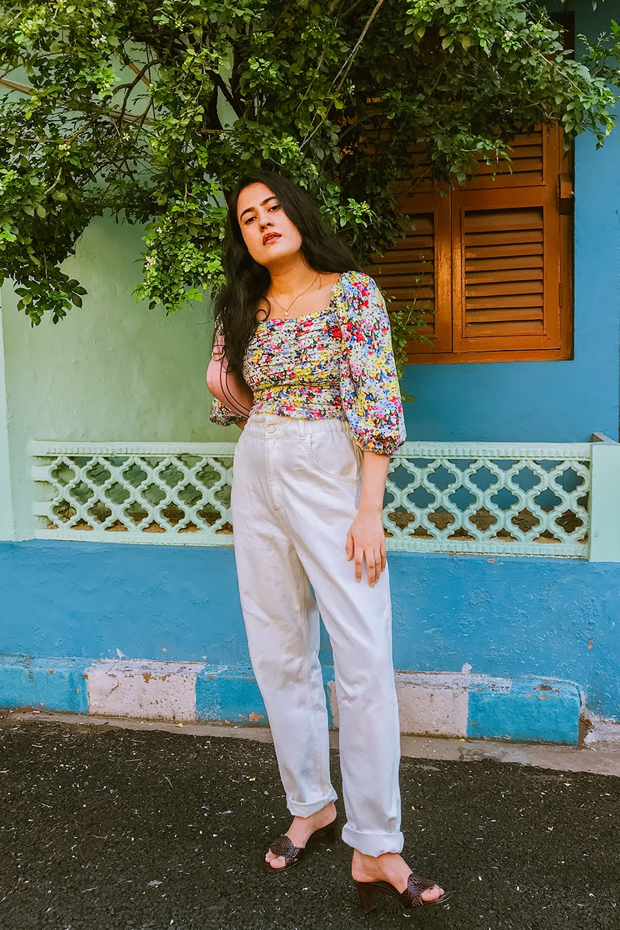 best floral blouses to buy , high-waisted jeans, wide-leg pants , floral print top