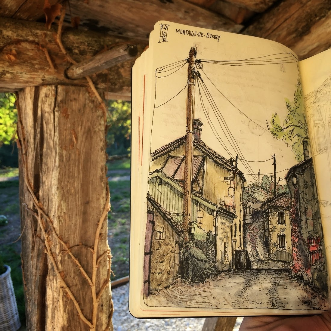 09-Lot-et-Garonne-dessinauteur-Urban-Sketches-and-Travel-Journals-on-Moleskine-www-designstack-co