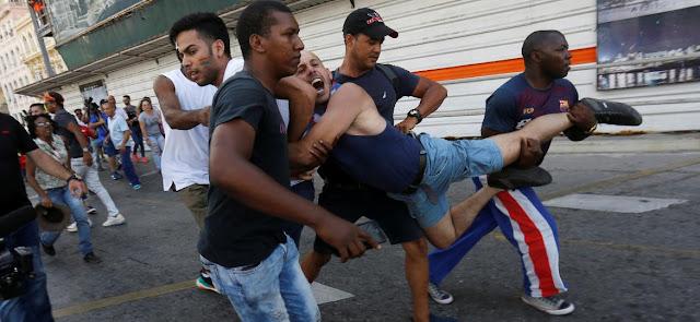 """Comunismo: Cuba interrompe marcha LGBT """"não autorizada"""" e prende manifestantes"""