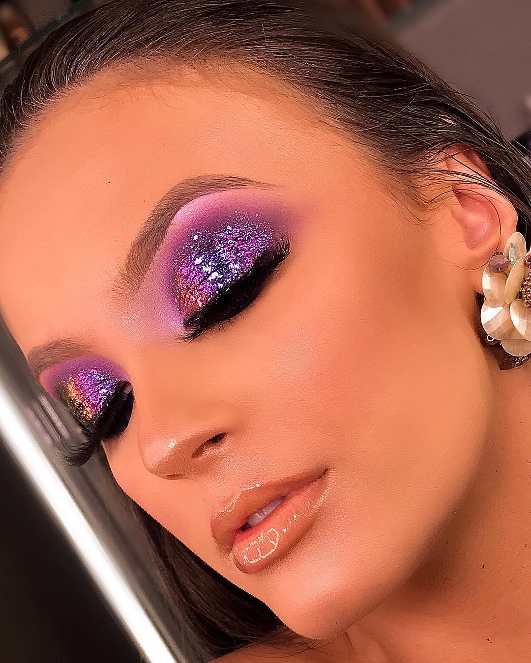 Maquiagem sombra glitter roxo carnaval