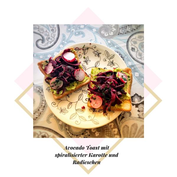 Rezept: Avocado Toast mit spiralisierter lila Karotte und Radieschen