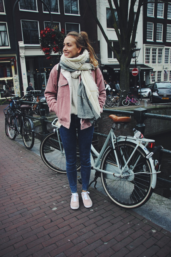 willascherrybomb-one-day-in-amsterdam-travel-outfit