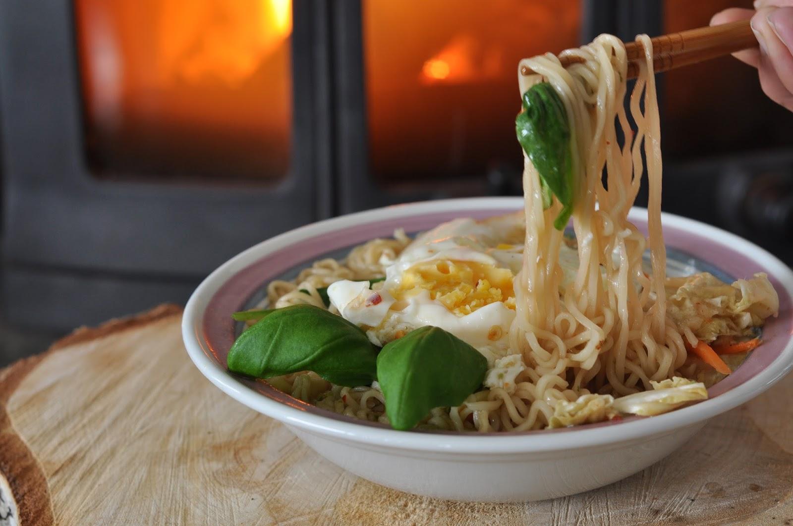 asiatisk suppe med nudler