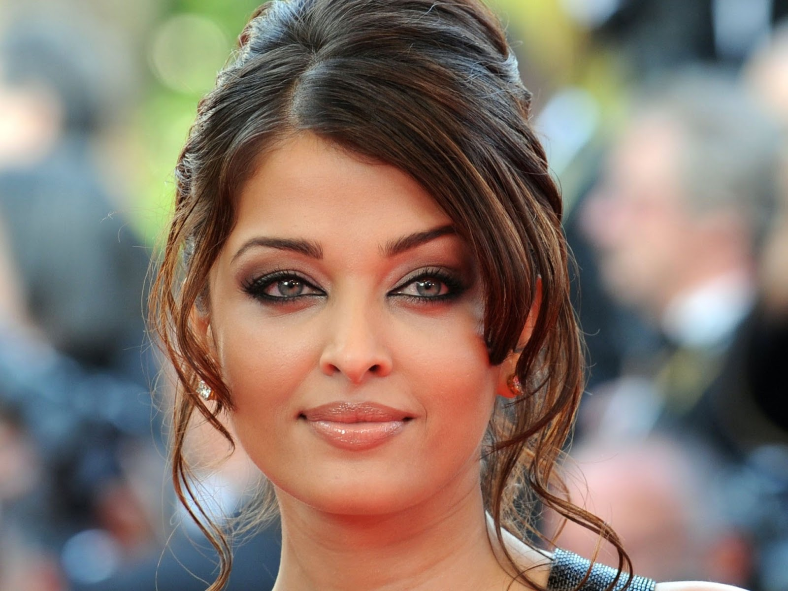 Aishwarya Rai : Miss World India ( HD Wallpapers) - NEPHOOD