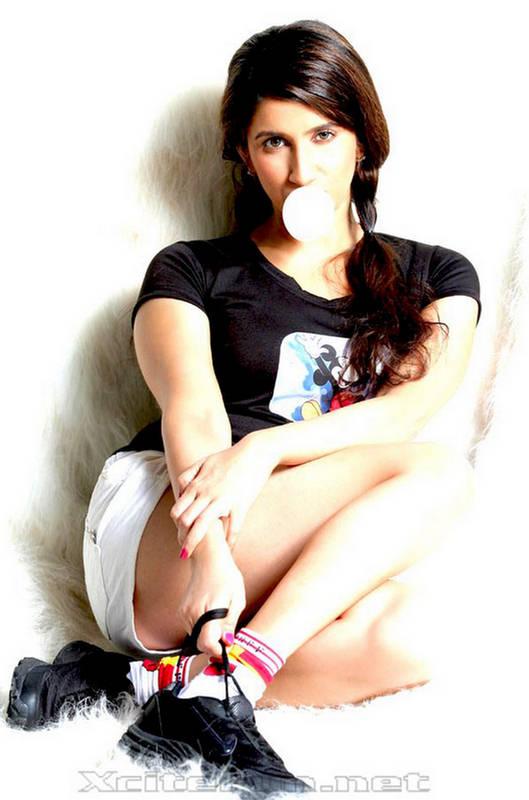 Smilie Suri New Images