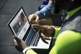 Cara Menggunakan Iklan Asli untuk Penghasilan Situs Web