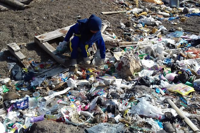 Ratusan Relawan WCD Bersihkan 5 Ton Sampah  di Bone - BONE TERKINI