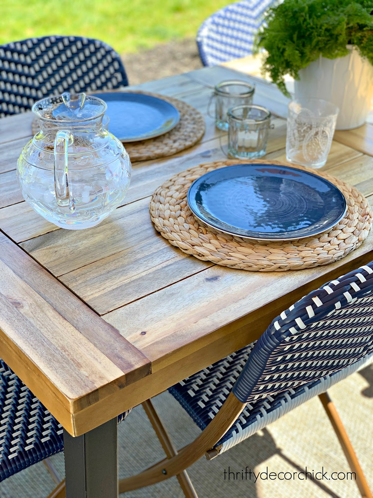 blue and white outdoor table decor