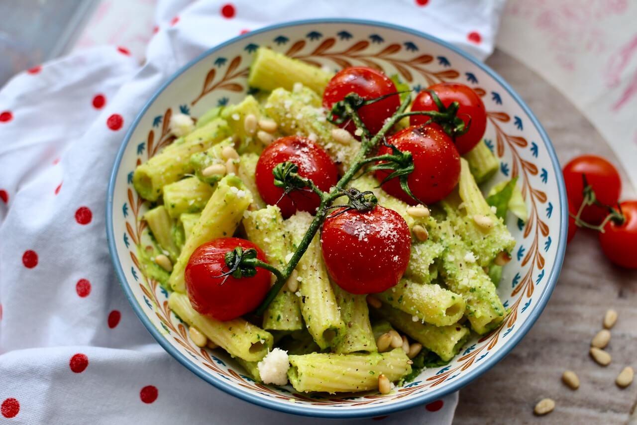 Avocado Pasta mit Pinienkerne