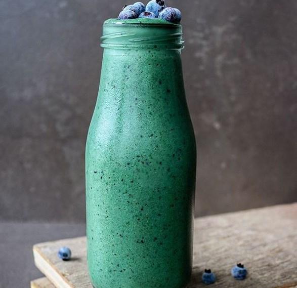 GLOWING GREEN SPIRULINA SMOOTHIE #drink #healthydrink