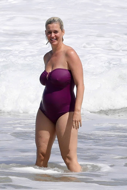 Katy Perry – In a bikini on vacation in Hawaii