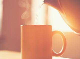 Ini 8 Manfaat Minum Air Hangat Di Pagi Hari