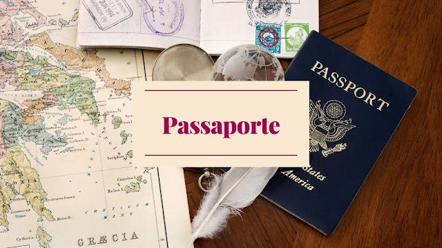 mesa marrom de madeira com mapa, passaporte e uma chicara de cafe