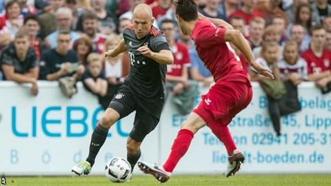 Robben nghỉ thi đấu 6 tuần