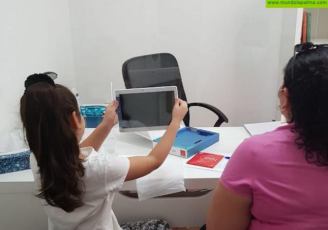 Radio ECCA recibe 26 tabletas de La Caixa para luchar contra la brecha digital en la educación