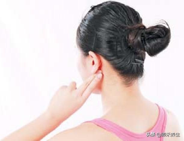 用腦過度易引發耳鳴眩暈,這5個位置按2分鐘降濁升清快速改善症狀(精神緊張)
