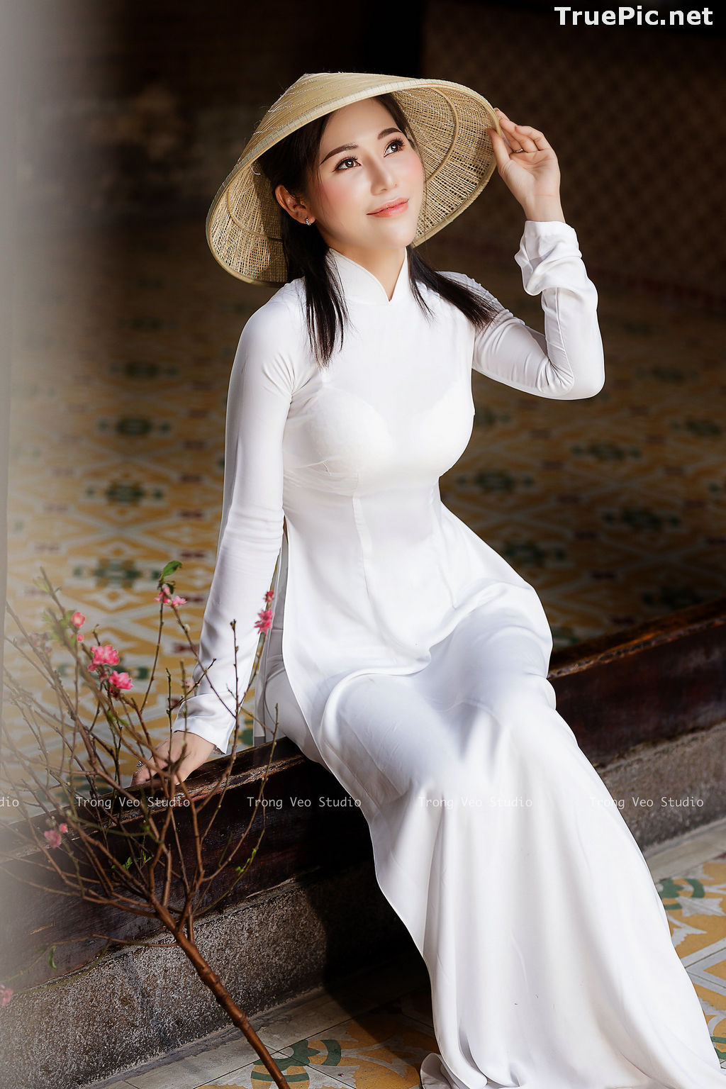 Image The Beauty of Vietnamese Girls with Traditional Dress (Ao Dai) #4 - TruePic.net - Picture-2