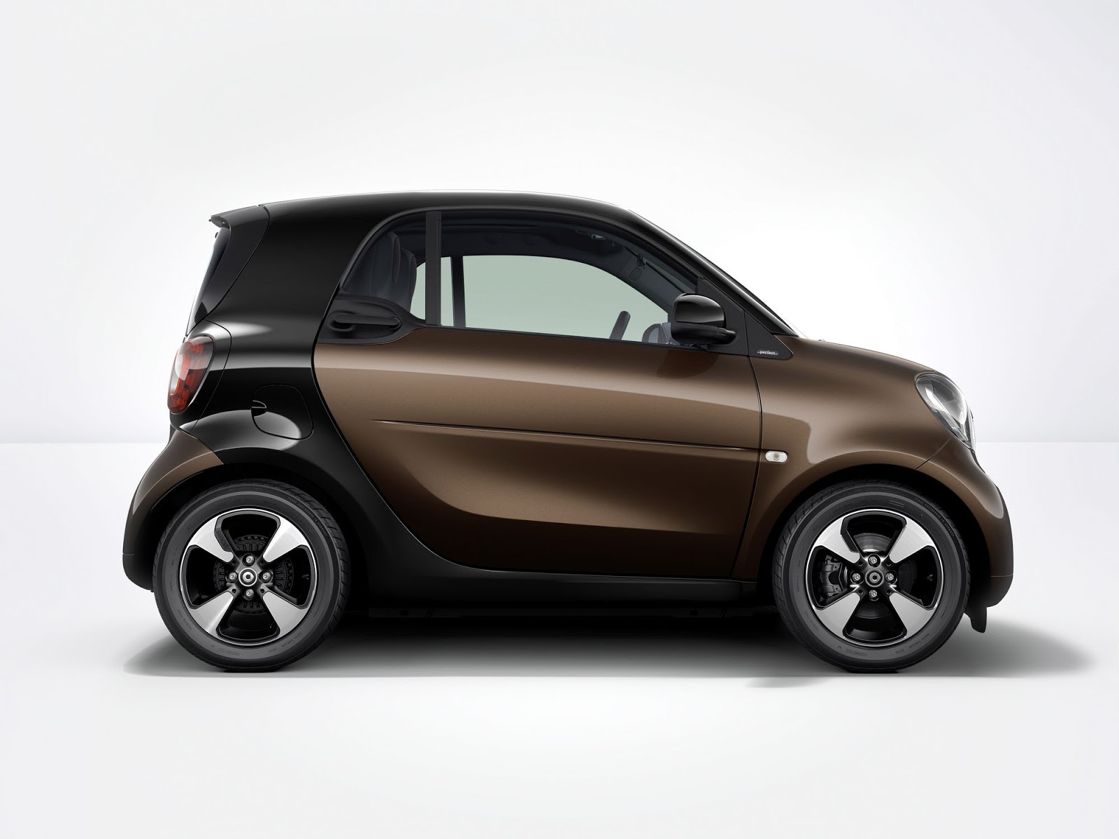 smart fortwo and forfour get minor tech updates in frankfurt carscoops. Black Bedroom Furniture Sets. Home Design Ideas