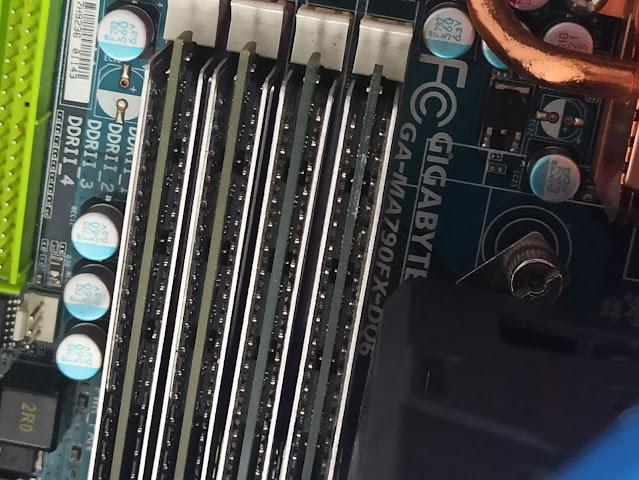 Каква енергия изразходват слотовете за памет при компютъра?