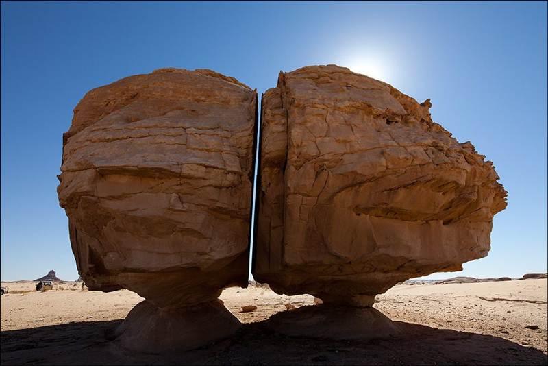 a1 naslaa; al nassla; al naslaa rock; a1 naslaa rock; rock cut in half; al naslaa saudi arabia; nas cut; al naslaa rock quran; tayma megalith; the art of splitting stone;