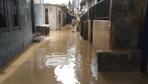 Kawasan Kebon Pala Jaktim Masih Terendam Banjir Setinggi 50 Cm