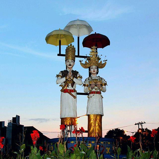 Tempat Nongkrong di Bandar Lampung Yang Asik dan Menarik-Tugu Pengantin