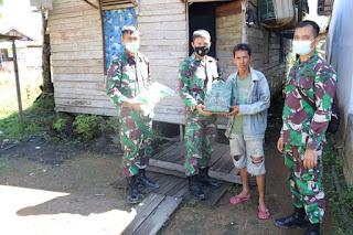 Zidam XII/Tpr berikan paket Sembako kepada warga di komplek korpri Serdam