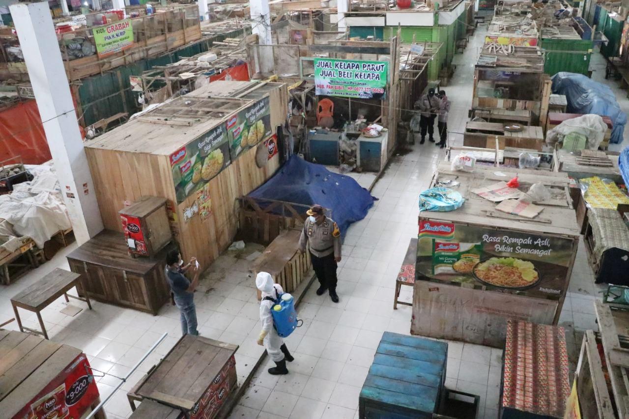 Pasar Kembali Disemprot Disinfektan di Gerakan Kebumen di Rumah Saja