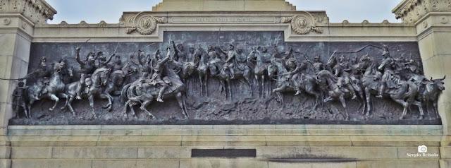 """Vista ampla do lindo Painel em bronze """"Independência ou Morte"""" - Ipiranga - São Paulo"""