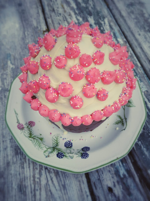 giant cupcake, pink