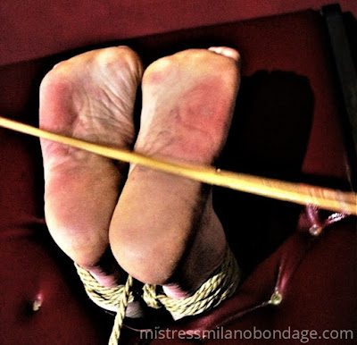 tortura ai piedi e con i piedi legati