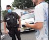 Toute un show devant les policiers!