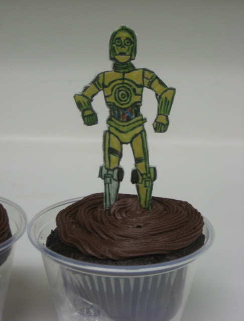 Star Wars Themed Cucpakes - Close-Up of C3PO Cupcake
