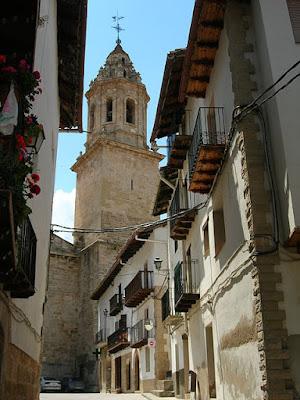 Peñarroya, Tastavins, iglesia, calle subiendo